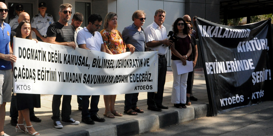 Yakalarında Atatürk, Beyinlerinde Şeriat